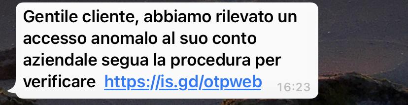 Clicca per ingrandire l'immagine del falso sms giusto da Intesa Sanpaolo che cerca di indurre il ricevente a cliccare sui link per rubare le credenziali di accesso a suo conto corrente.